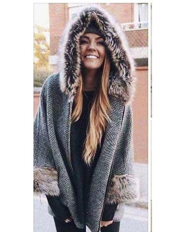 Abrigo con pelo en puños y capucha