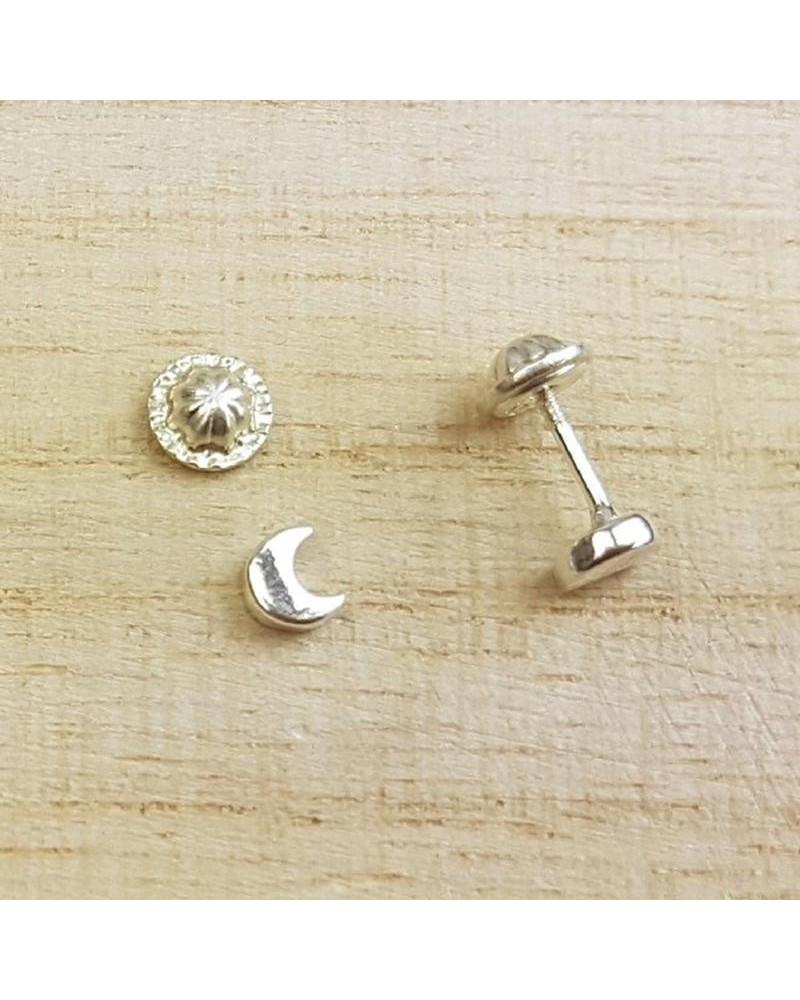 Pendiente de plata de 1/2 luna lisa con cierre de rosca