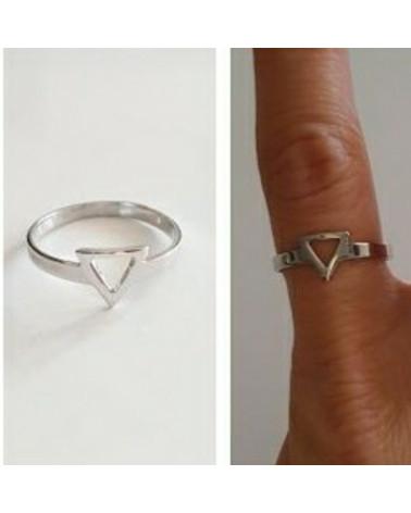 Anillo de plata y triangulo