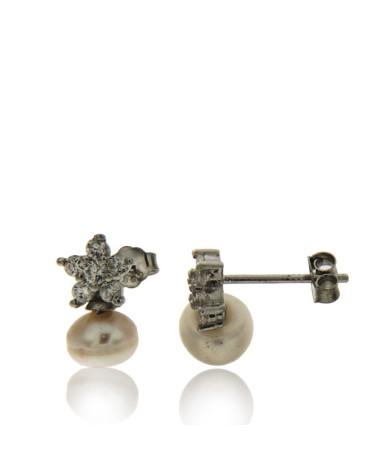 Pendiente de plata rodiada con forma de estrella con circonita microengastada y perla de río de cierre de presión