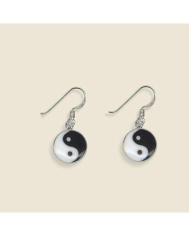 Pendiente de plata con forma de yin yang con cierre de gancho