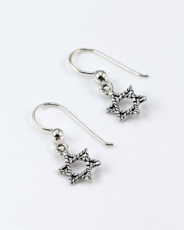 Pendiente de plata con forma de estrella de david con cierre de gancho