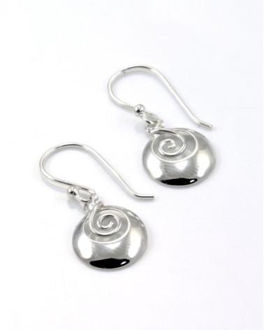 Pendiente de plata con forma de espiral redonda con cierre de gancho